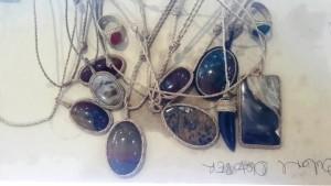 cara-membuat-kalung-dari-batu